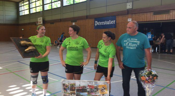 Elisabeth (Elli) Leibold hängt ihre Handballschuhe an den Nagel